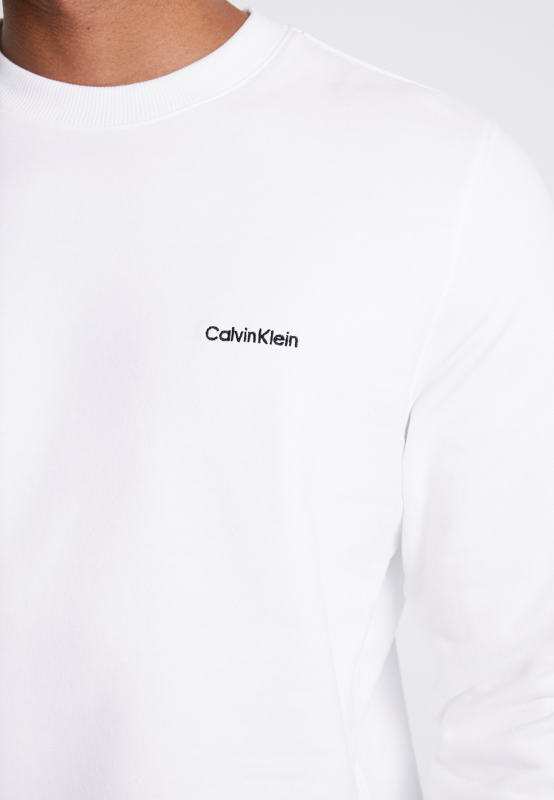 Calvin Klein CHEST EMBROIDERY - Sudadera - white