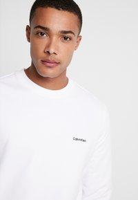 Calvin Klein - LOGO EMBROIDERY - Sweatshirt - white - 3