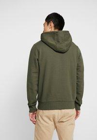 Calvin Klein - LOGO HOODIE - Sweat à capuche - green - 2