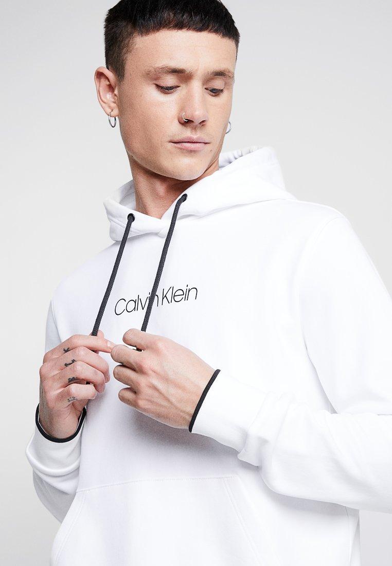 Logo Front Tipping Klein Cappuccio Con White HoodieFelpa Calvin UqGLzpjVSM
