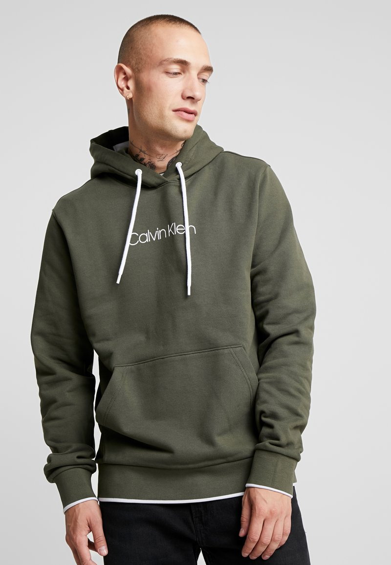 Calvin Klein - FRONT LOGO TIPPING HOODIE - Kapuzenpullover - green