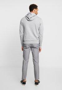 Calvin Klein - LOGO HOODIE - Hoodie - mid grey heather - 2