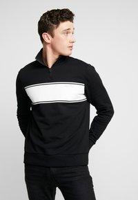 Calvin Klein - COLOR BLOCK LOGO ZIP MOCK - Bluza rozpinana - black - 0
