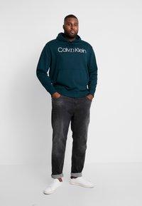 Calvin Klein - LOGO HOODIE - Hoodie - green - 1