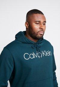 Calvin Klein - LOGO HOODIE - Hoodie - green - 5
