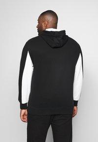 Calvin Klein - LOGO STRIPE HOODIE - Sweat à capuche - black - 2