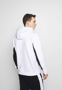 Calvin Klein - LOGO STRIPE HOODIE - Hoodie - white - 2