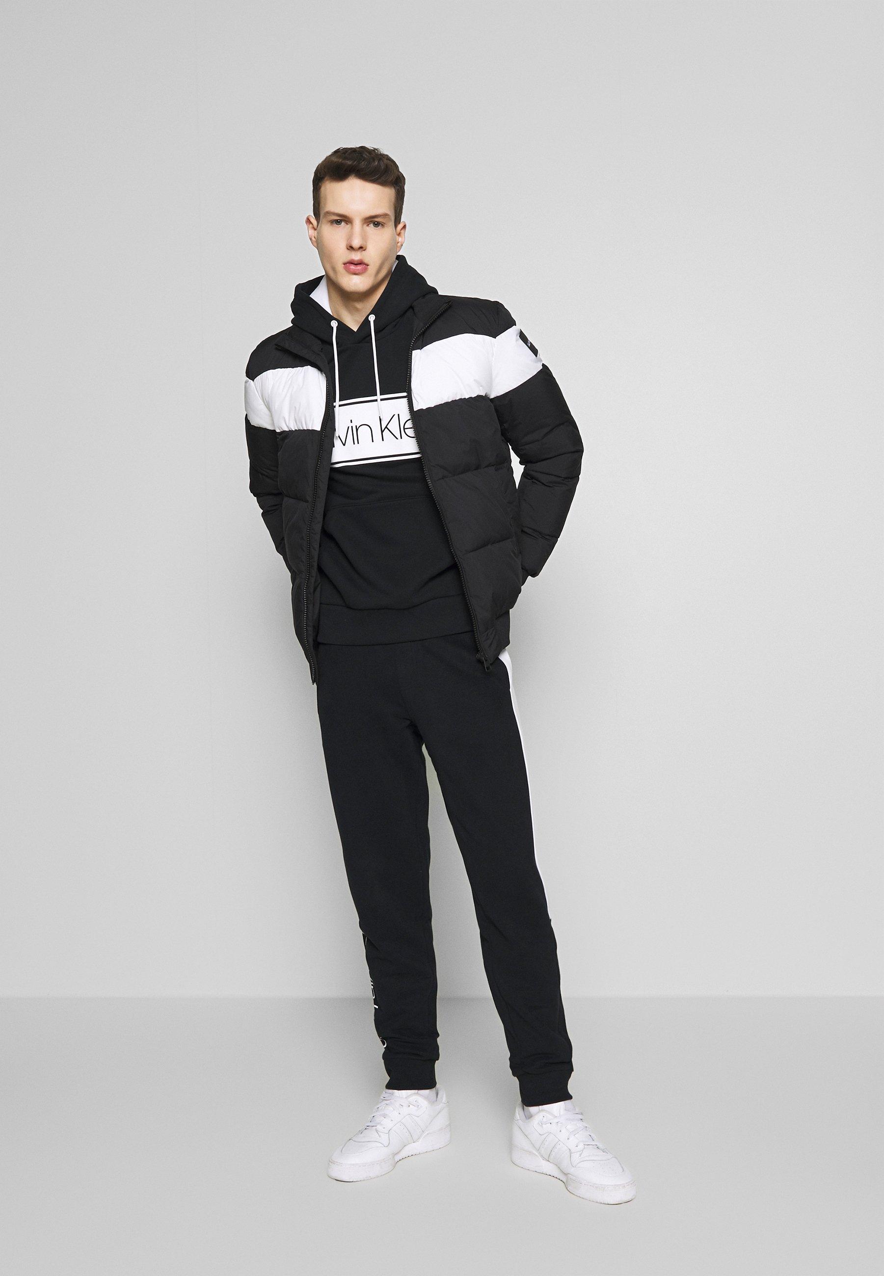 Calvin Klein LOGO STRIPE HOODIE - Bluza z kapturem - black