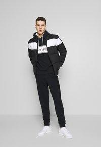 Calvin Klein - LOGO STRIPE HOODIE - Huppari - black - 1