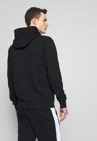 Calvin Klein - LOGO STRIPE HOODIE - Huppari - black - 2
