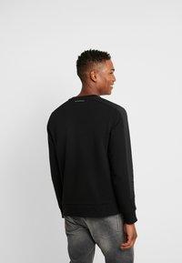 Calvin Klein - MIX MEDIA LOGO  - Sweatshirt - black - 2