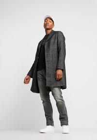 Calvin Klein - MIX MEDIA LOGO  - Sweatshirt - black - 1