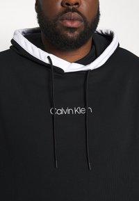 Calvin Klein - SMALL LOGO TIPPING HOODIE - Hoodie - black - 5