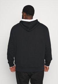 Calvin Klein - SMALL LOGO TIPPING HOODIE - Hoodie - black - 2