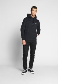 Calvin Klein - LOGO EMBROIDERY HOODIE - Sweat à capuche - black - 1
