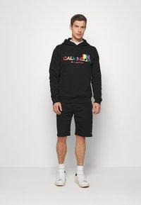 Calvin Klein - PRIDE LOGO HOODIE - Felpa con cappuccio - black - 1