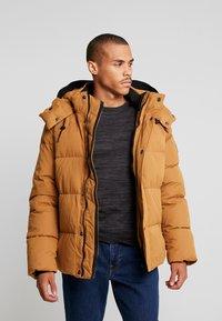 Calvin Klein - MID LENGTH - Winterjacke - gold - 0