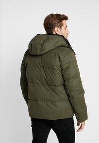 Calvin Klein - MID LENGTH - Zimní bunda - green - 2
