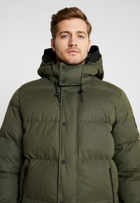 Calvin Klein - MID LENGTH - Zimní bunda - green - 6