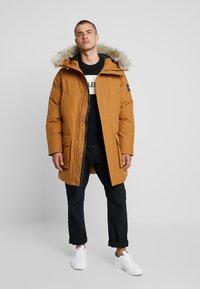 Calvin Klein - LONG LENGTH PREMIUM  - Vinterkappa /-rock - gold - 0