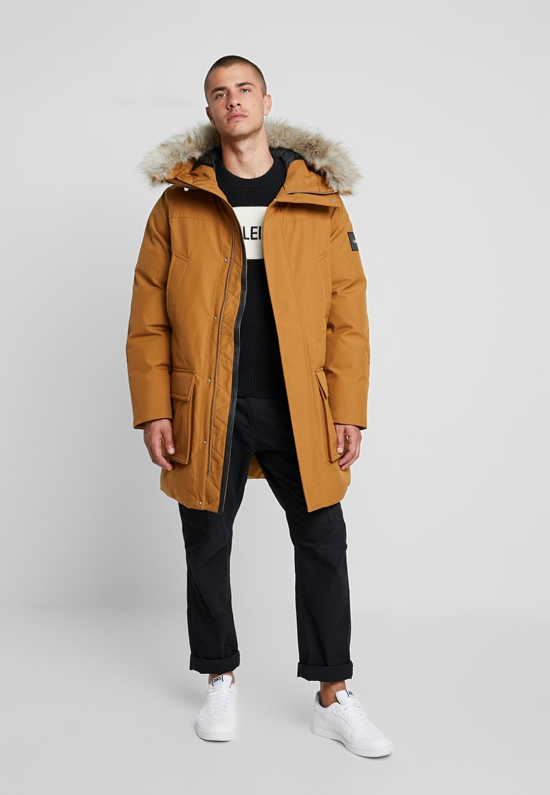 Calvin Klein - LONG LENGTH PREMIUM  - Vinterkappa /-rock - gold