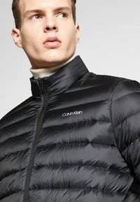 Calvin Klein - LIGHT LINER - Dunjacka - black - 4