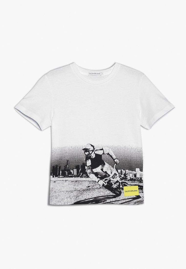 Calvin Klein Jeans - BMX PHOTOPRINT REGULAR FIT TEE - Print T-shirt - white