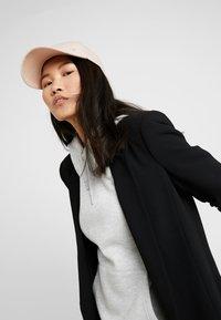 Calvin Klein - Caps - pink - 1