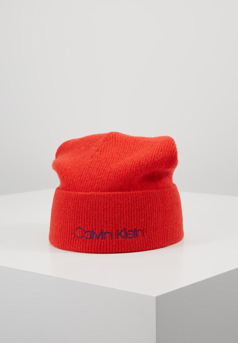 Calvin Klein - BOILED BEANIE - Čepice - red
