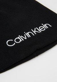 Calvin Klein - CLASSIC BEANIE - Mössa - black - 4