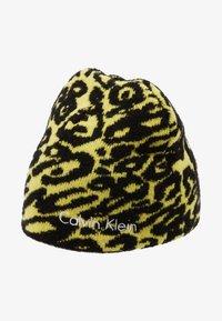 Calvin Klein - PRINTED BEANIE - Czapka - yellow - 3