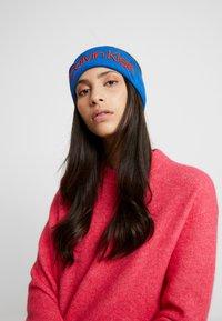 Calvin Klein - INDUSTRIAL MONO HEADBAND - Oorwarmers - blue - 0