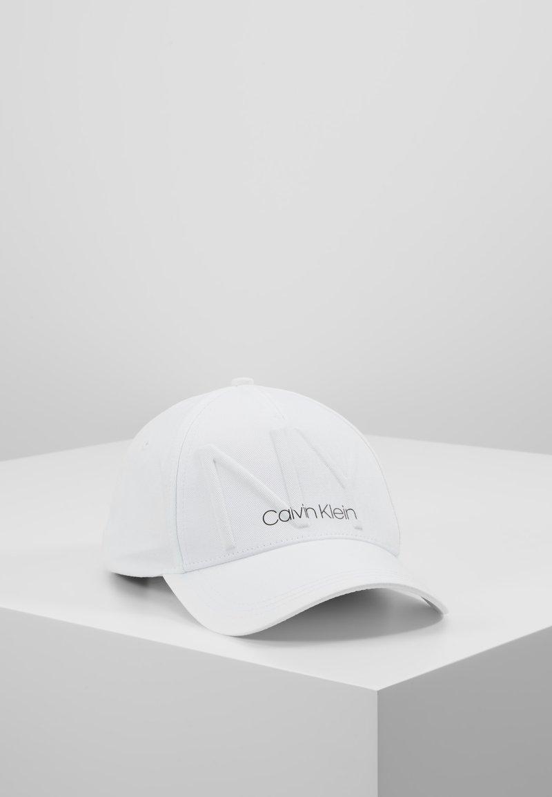Calvin Klein - Czapka z daszkiem - white