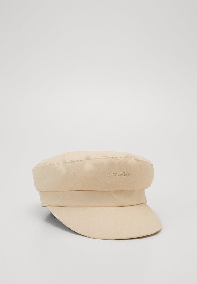 EMBROIDERY LOGO BAKER HAT - Hattu - beige