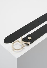 Calvin Klein - LOGO BELT - Pásek - black/light gold-coloured - 2