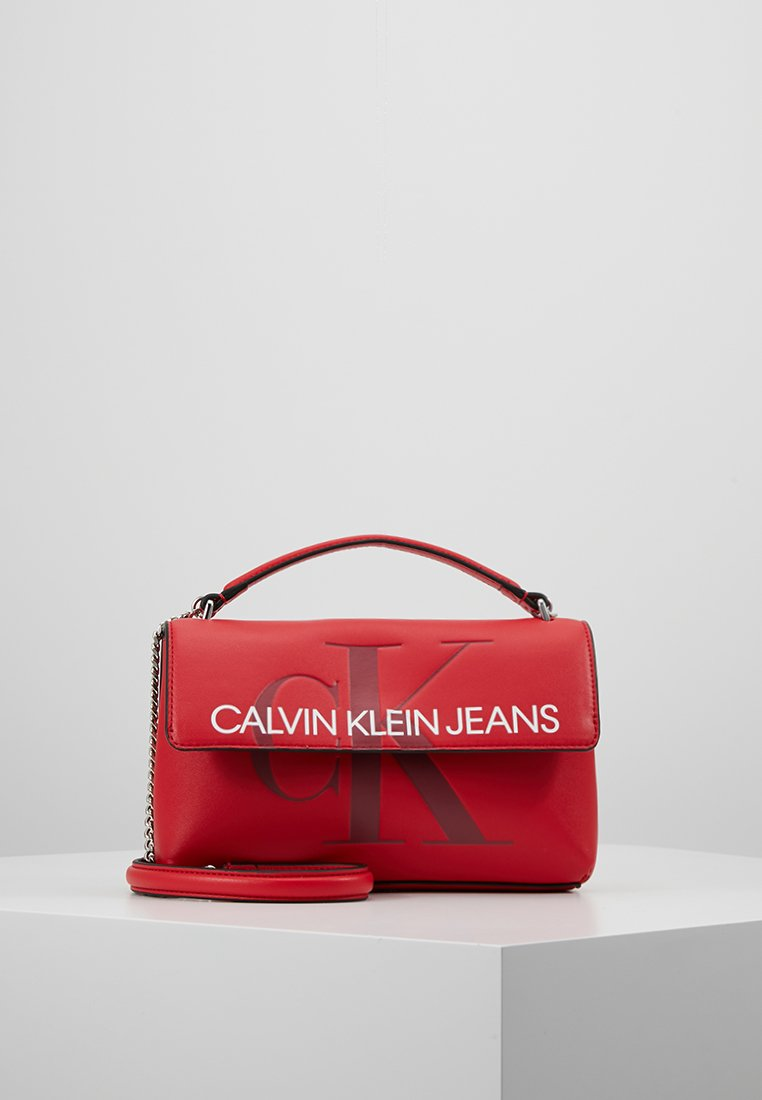 Calvin Klein Jeans - SCULPTED MONOGRAM FLAP - Handtasche - red
