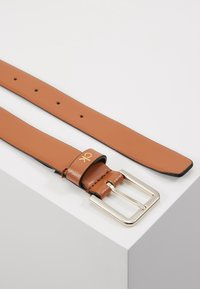 Calvin Klein - ESSENTIAL BELT - Ceinture - brown