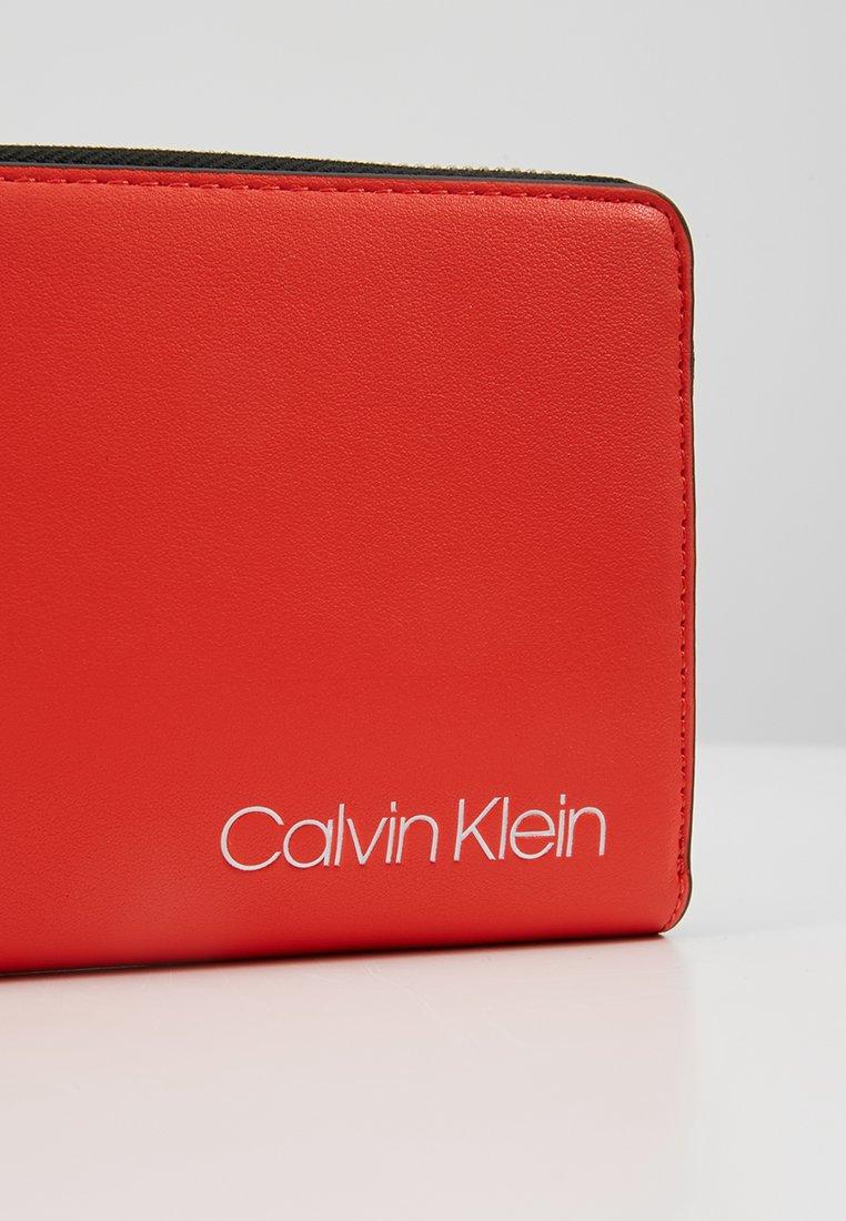 Orange Stride Klein Calvin Calvin Stride ZiparoundPortefeuille ZiparoundPortefeuille Klein soxtdBQrCh