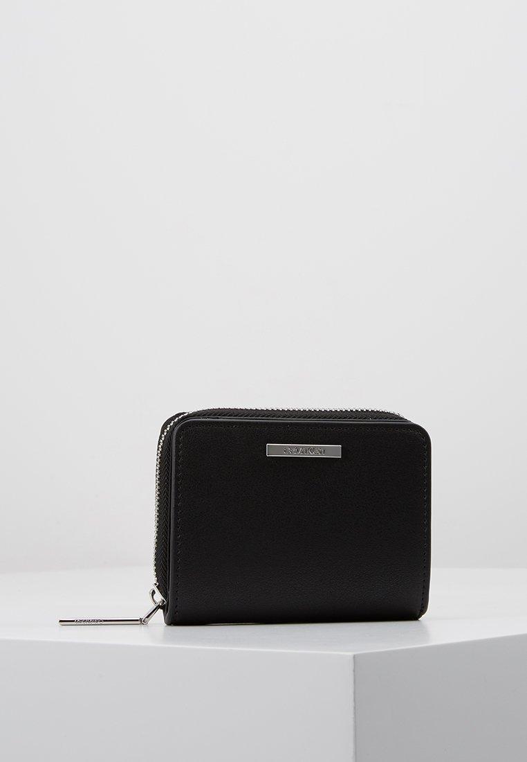 Calvin Klein - EXTENDED ZIP FLAP - Peněženka - black