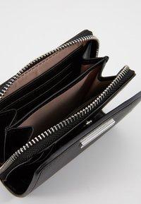 Calvin Klein - EXTENDED ZIP FLAP - Peněženka - black - 5