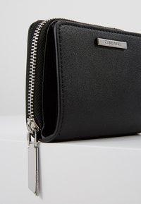 Calvin Klein - EXTENDED ZIP FLAP - Peněženka - black - 2