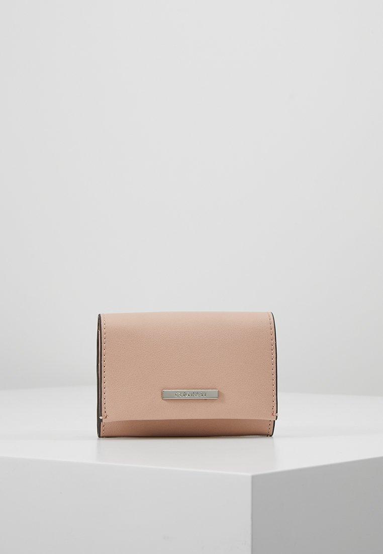 Calvin Klein - EXTENDED CARD HOLDER - Geldbörse - pink