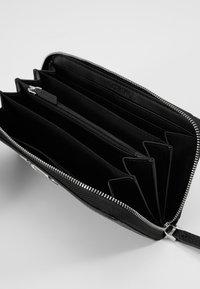 Calvin Klein - SIGNATURE ZIPAROUND - Portafoglio - black - 5