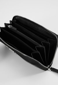 Calvin Klein - SIGNATURE ZIPAROUND - Lommebok - black - 5
