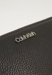 Calvin Klein - NEAT ZIPAROUND WALLET XL - Portafoglio - black - 6