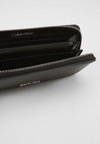 Calvin Klein - CK MUST ZIPAROUND WALLET LG - Wallet - black - 5