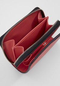 Calvin Klein - SIDED ZIPAROUND FLAP - Portemonnee - red - 5