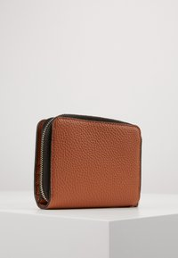 Calvin Klein - SIDED ZIPAROUND FLAP - Portemonnee - brown - 3