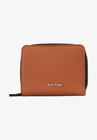 Calvin Klein - SIDED ZIPAROUND FLAP - Portemonnee - brown - 1