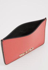 Calvin Klein - MUST CARDHOLDER - Peněženka - red - 5